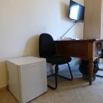 2) sint 8 frigo scrivania, TV